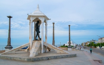 mahatma gandhi statue in pondicherry